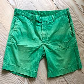 Str 31 i de klassiske RL shorts som sidder godt og altid holder stilen 👍  Kommer fra ikke ryger hjem og fejler intet!
