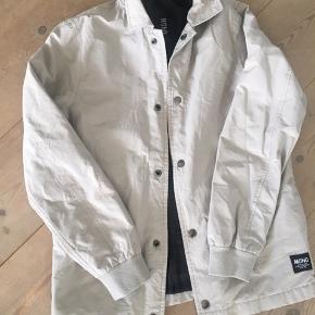Super lækker jakke fra Mono str. 14 år.