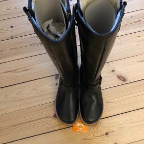 Sælger disse støvler mærke RAP helt nye men et fejlkøb  Kan sendes på købers regning  Nypris 1300