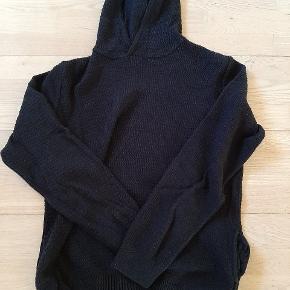 Sort Zara hættetrøje  Lettere brugt, uden tegn herpå Sendes for købers regning eller afhentes i Nibe