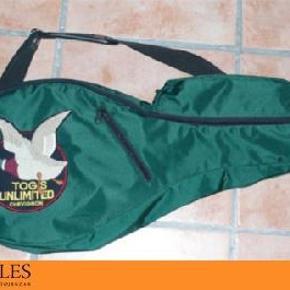 Brand: Chevignon Varetype: Tennis Taske Størrelse: -- Farve: Grøn Oprindelig købspris: 799 kr.  Super fed tennis taske fra chevignon.. plads til en ketcher og 3 tennisbolde. Aldrig brugt..!!