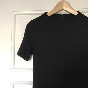 Super fin, kort Selected Femme kjole i str. S.   65% viskose  33% nylon 3% elastan
