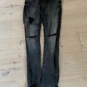 (Skriv privat for mer viden) køb de her mega fede hullet bukser de er mega fede og passer til alt