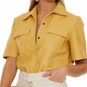 Super cool læderskjorte fra Remain- været på en gang.  700,- nypris 2400,-