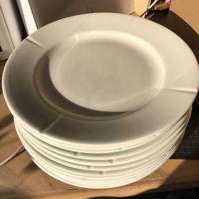 12 Rosendahl Grand Cru middagstallerkener 27cm sælges samlet. Har også 12 frokost tallerkener ved interesse.