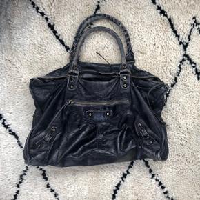 a28f57734e8 Smuk Balenciaga taske, modellen Weekend i sort sælges :) skriv for  spørgsmål, hvis