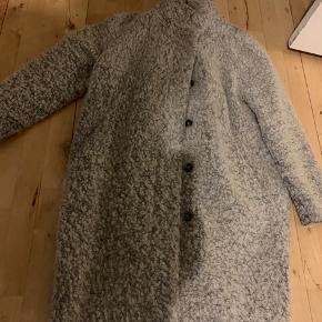 Grå uld jakke fra Samsøe  Nypris 1600,-  Størrelse S