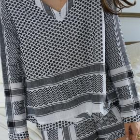 Jeg sælger min Cecilie Copenhagen classic V long shirt i farven 1. Trøjen er brugt, men der er ingen brugstegn som huller, pletter osv.