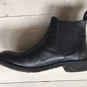 Lækre læder Angulus støvler med rågummi såler. Ikke brugt meget da de er lidt store i størrelsen og desværre er købt lidt for store. Så vil sige at de er en ca 41,5.