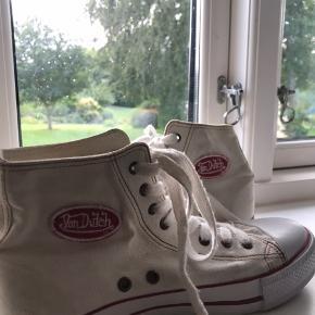 Vintage Von Dutch sko Har mindre tegn af brug De er en størrelse 8, hvilket svarer til 41 men fitter snildt 40