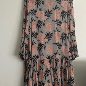 Ganni kjole/tunika i det meget populære print 🌸 Str. S