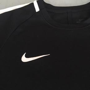 Nike dri-fit t-shirt, brugt få gange.