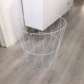 Trådkurv til alt muligt som bord, opbevaring af ting , tænppe mm måler 55 høj og 55 i diameter øverst