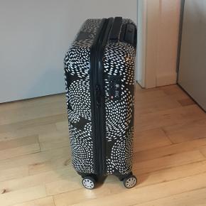 Kabine kuffert fra airbox, med TSA lås, 4 hjul og smart mønster.  55 x 40 x 20 cm, passer til mål for Ryanair kabine