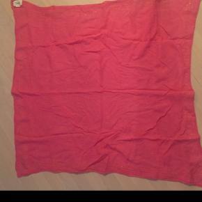 Lækkert tørklæde, kun brugt få gange  Måler ca 110x110