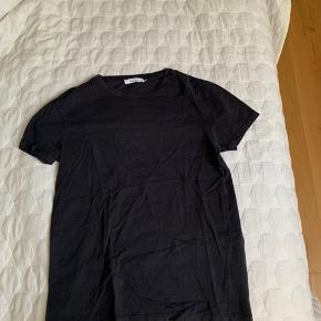 Samsøe & samsøe t-shirt i størrelse smal sælges da den er for lille til mig.