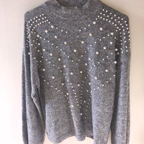 Sælger denne flotte trøje med perler 💕