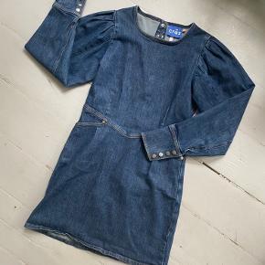 Rigtig sej denim kjole fra Cräs CPH som jeg har været rigtig glad for 💙🤠 brugt en håndfuld gange!