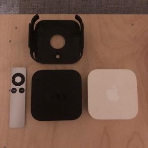 """Apple Tv 3 + Fjernbetjening + Vægbeslag """"Brugt""""   Apple Airport Express  """"Brugt""""  Apple Time Capsule Extreme 500 GB  """"Brugt"""" total renset.  Strømkabler til alt følger med.   Apple trådløst tastatur + trådsløs Mus ALDRIG BRUGT."""