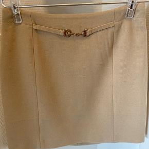 Fin nederdel med Gucci horsebit detalje  Bytter ikke  #secondchancesummer