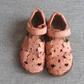 Lækre sandaler fra Angulus. Kig endelig forbi mine andre annoncer.  Kan hentes på Amager eller sendes mod betaling