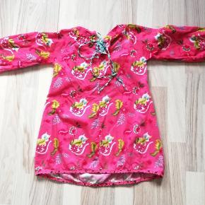 Skøn kjole i næsten som ny stand. Stor i størrelsen. Sender gerne og hurtig 🌺