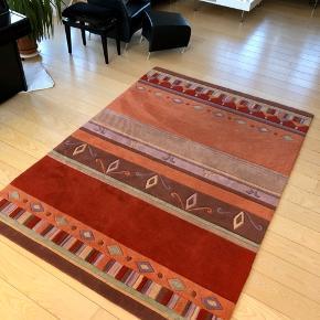Fint gulvtæppe fra Esprit - kan afhentes i Aalborg