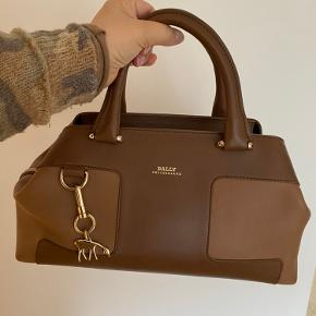 Elegant Lady handbag by Bally Switzerland  Very good condition, no marks, almost as new The color is a mix of beige and dark beige