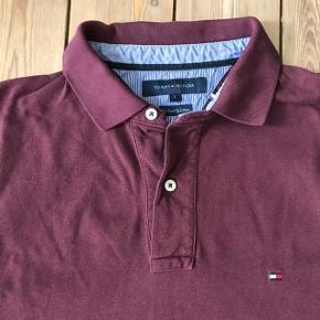 Klassisk Tommy Hilfiger langærmet poloskjorte i str. Large.