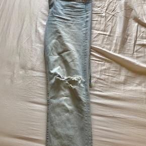 Boyfriend jeans i lys denim brugt få gange. Str 29.
