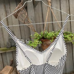 Fin stribet badedragt fra H&M, kan både bruges som bluse eller badedragt🍓🍓 aldrig brugt