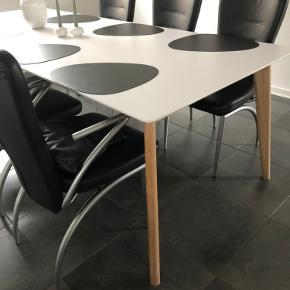 Mallorca spisebord fra Ilva - 200 x 100 x 75 - hvid med ben i hvidolieret eg - medfølger 2 tillægsplader der hver måler 45 cm.  Ny pris 4600 kr. - sælges for 200 kr.  Fremstår meget flot!