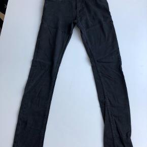 Str 29/32, Travis Jeans i BLACK RINSE