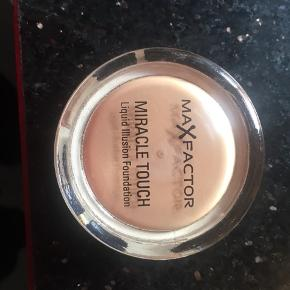 MaxFactor. Miracle Touch nr. 75. Golden Touch