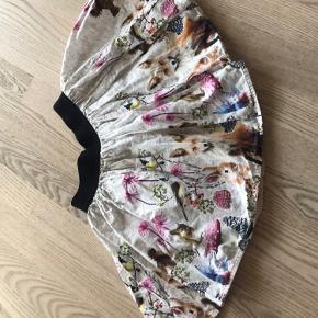 Fin nederdel fra Molo med skovens dyr. Brugt få gange. Der er et navnemærke Strøget på mærket bag i nederdelen.