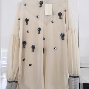 Smuk bluse/ tunika fra Malene Birger. Aldrig brugt