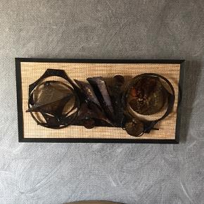Gl jern relief på hessian, kunne evt tages af og hænges direkte på væg både ude og inde. Virkelig fint , 62 x 32 cm                          Mp 400kr  Randers nv ofte Århus Ålborg København mm  Til salg på flere sider