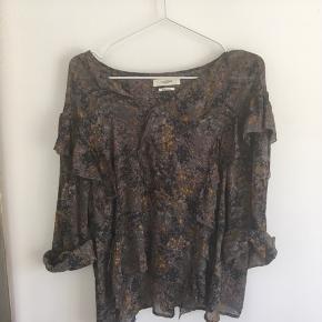 Blomstret bluse fra Isabel Marant Etoile. Modellen hedder 'Jelby'.