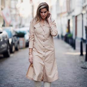 Super fin lang skjortekjole fra Baum, kan bruges både som kjole og som skjorte til et par jeans  Kun brugt og vasket en gang