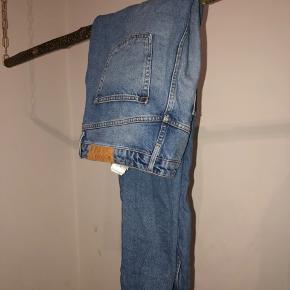 Blå mom jeans. Fejler intet! Tjek mine andre annoncer ud!🌺