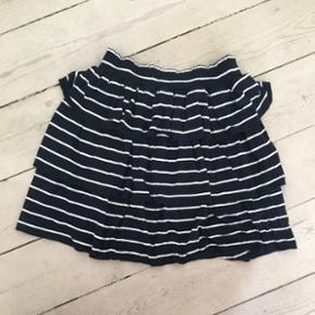 Designers remix nederdel i str. 14 år. Aldrig brugt, kan passes af en xs-s.