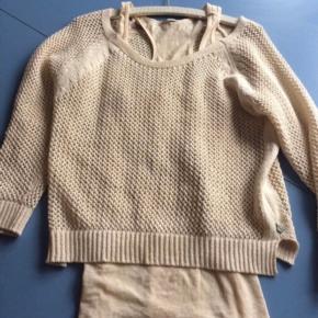 Lækker sweater i ren bomuld med top til