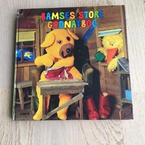 Sælger denne bog: Bamses store godnatbog. En meget stor og hyggelig godnat historiebog. Mange timers nydning i selskab med Bamse og hans bedste venner Kylling og Ælling. Er som ny. Kommer fra et ikke ryger hjem. Kan afhentes i 2990 Nivå eller sendes mod betaling