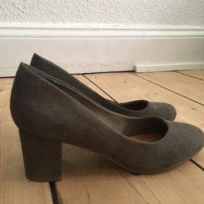 Heel pumps fra Bianco i grøn/oliven, aldrig brugt