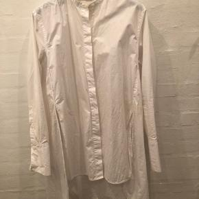 Oversize skjorte. Passer str 36/38 lille 40.  Stadig i butikkerne