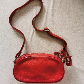 Material: leather All measurements are approximate  Width: 25.5cm Height: 12.5cm Depth: 10cm