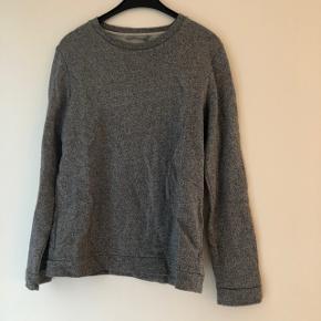 Flot glitter sweatshirt fra COS. Str. s. Bytter ikke. Brugt, men i pæn stand.