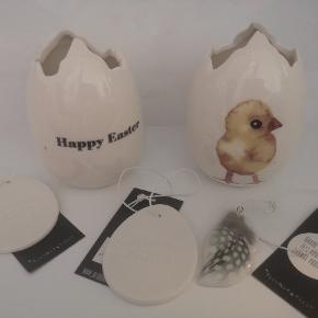 Fint påskepynt sælges. På den ene vase er der lidt pletter i glasuren. Helt nyt og sælges kun samlet