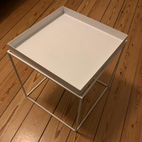 Hay tray table - hvid 40x40   BYD