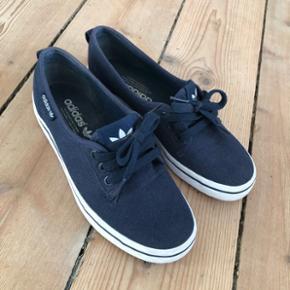 Adidas loafers str. 36,5. Brugt få gange. Sælges  kun da de simpelthen er for små til mig.